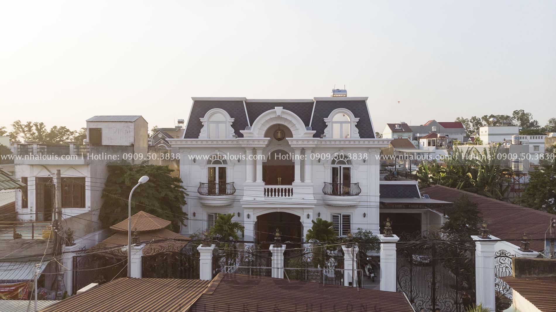 Mặt tiền biệt thự 3 tầng mái Mansard tại Bình Dương