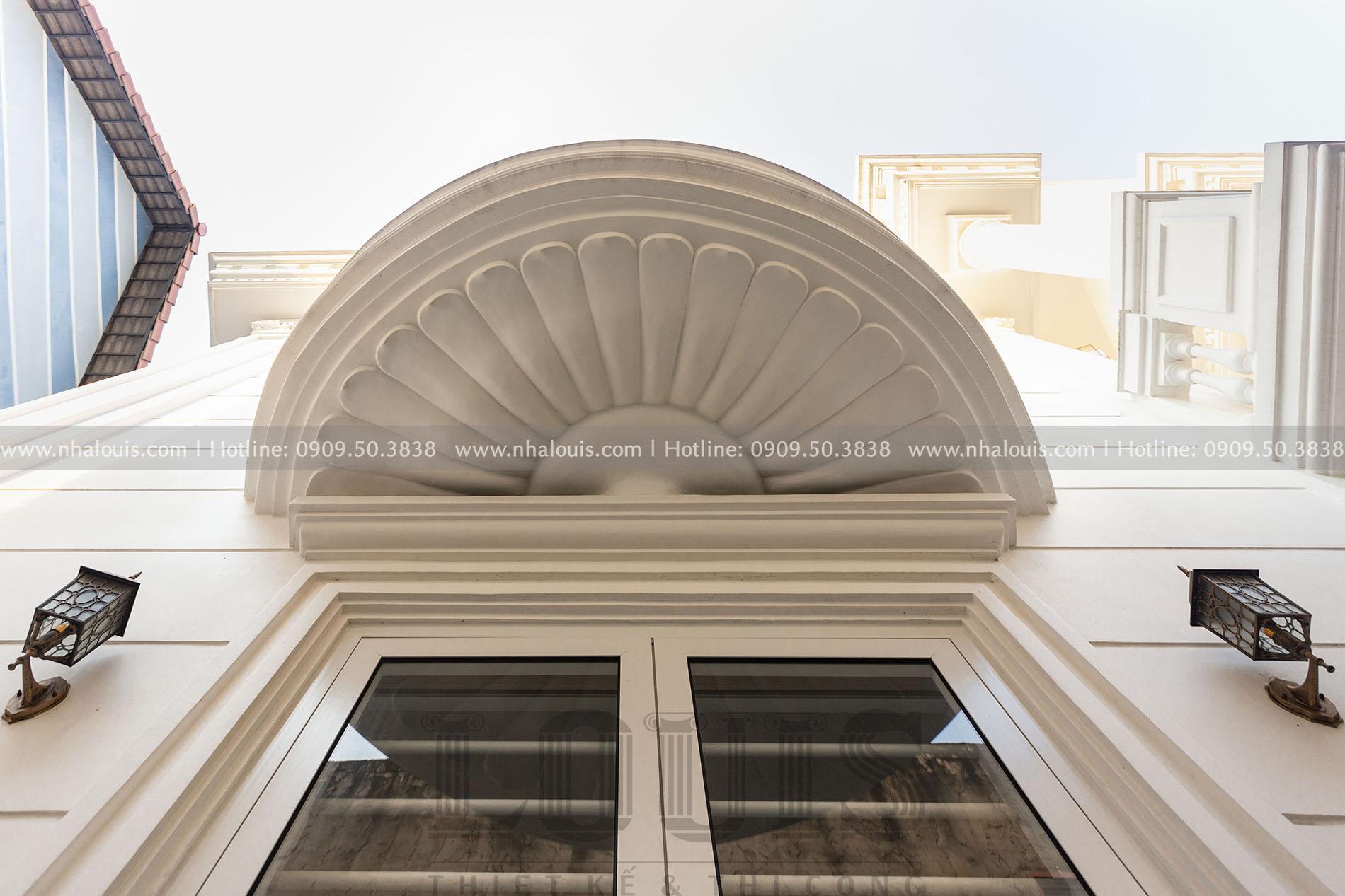 ban công Mặt tiền biệt thự 3 tầng mái Mansard tại Bình Dương