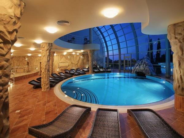 Thiết kế hồ bơi biệt thự 9x15m đẹp và những lưu ý cần biết