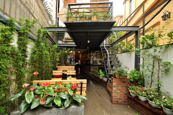 Kinh nghiệm thiết kế quán café đơn giản phong cách sân vườn