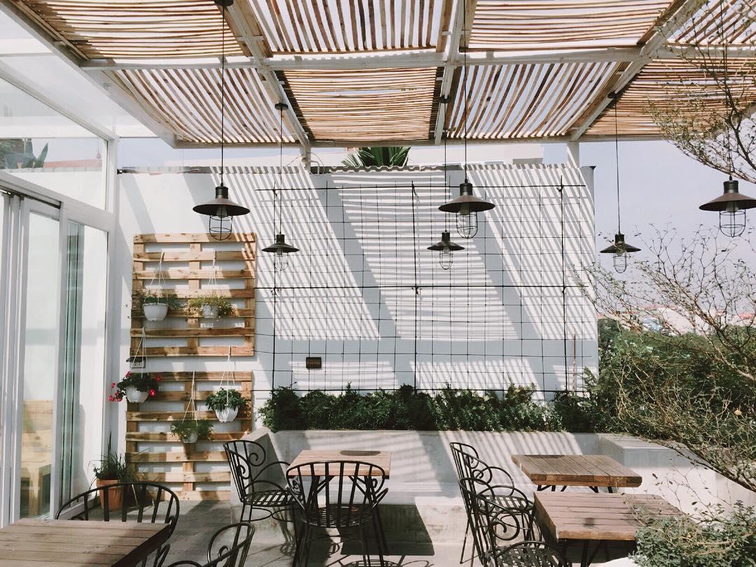 Thiết kế quán cafe đơn giản tại nhà siêu lãng mạn