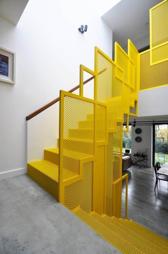 Biệt thự 3 tầng 2 mặt tiền và sự độc đáo của cầu thang sử dụng tấm đục lỗ