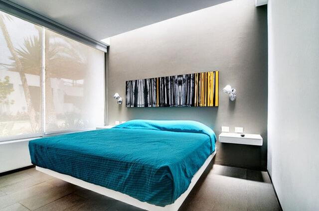 Trang trí tường đầu giường cho phòng ngủ nhà phố mặt tiền 5m cá tính