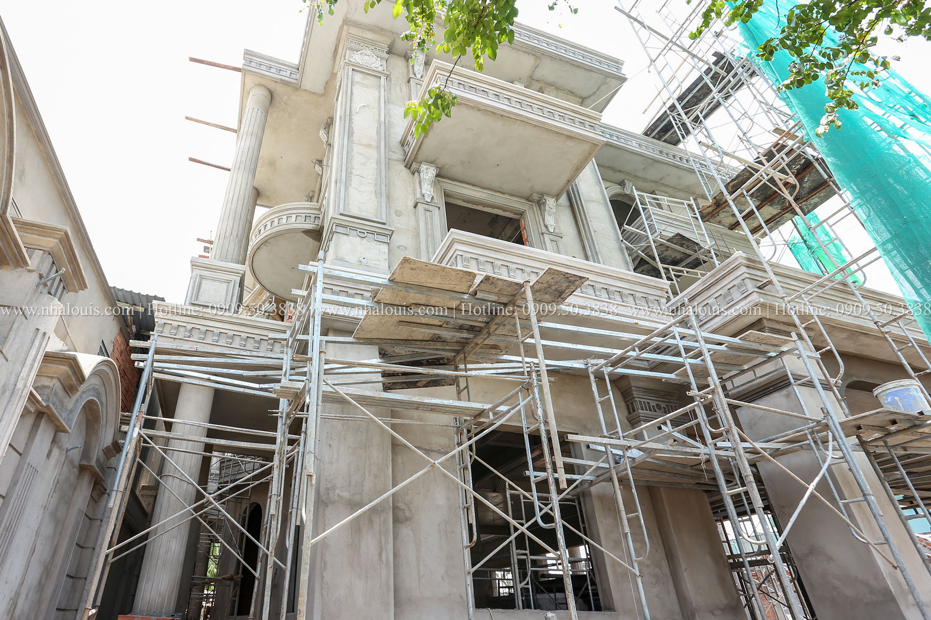 Thiết kế biệt thự 3 tầng cổ điển mái thái đẹp không tì vết tại Thủ Đức