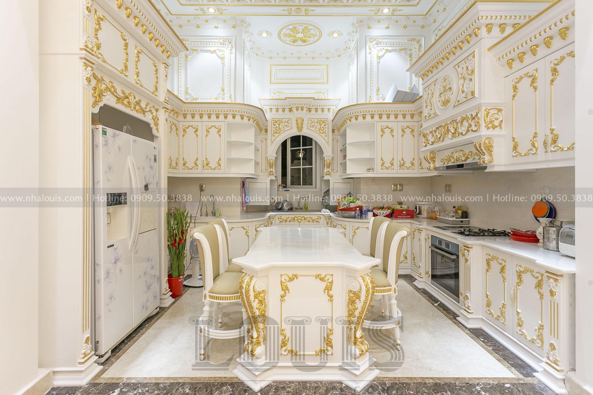Phòng bếp cổ điển biệt thự Nhà Bè
