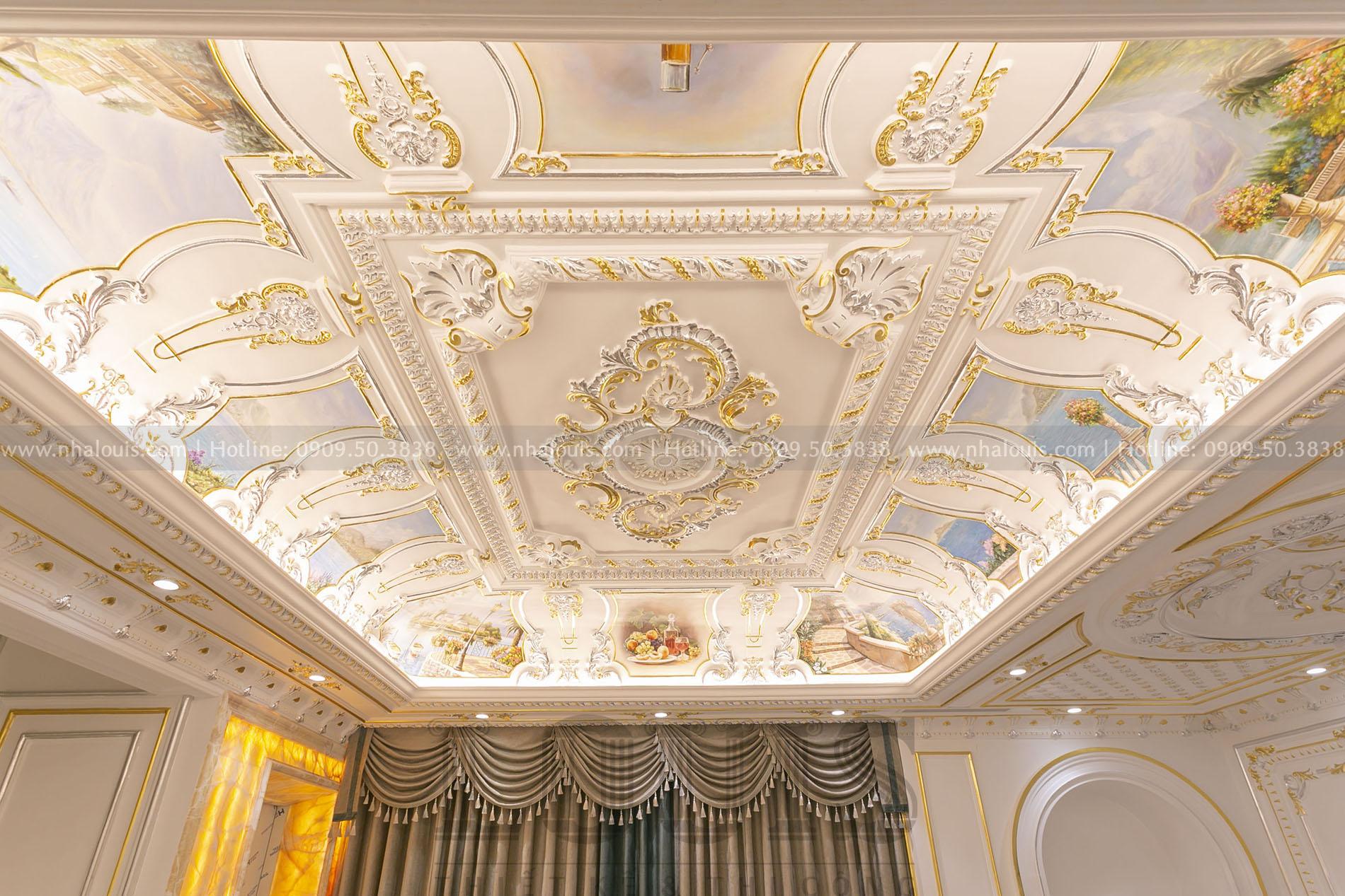 sảnh tầng lửng biệt thự cổ điển Nhà Bè