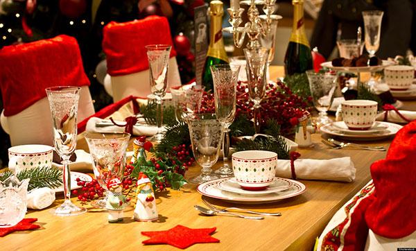Gợi ý trang trí bàn ăn biệt thự có tầng hầm cho đêm giáng sinh ấm áp