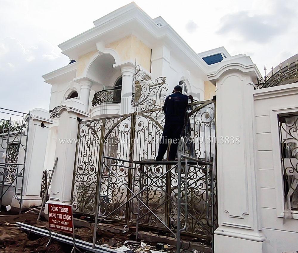Thi công, lắp đặt các hạng mục hoàn thiện biệt thự 2 tầng tại Tiền Giang