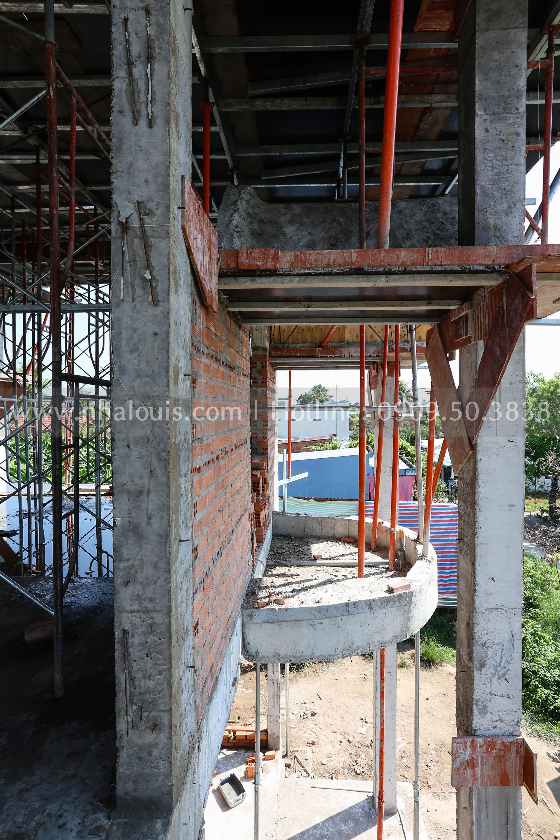 Đổ bê tông mái biệt thự 1 trệt 1 lầu tân cổ điển tại Tiền Giang