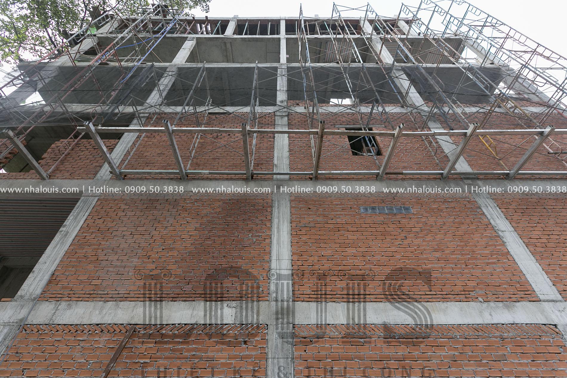 Xây tường bao nhà phố 6 tầng ở Quận 10