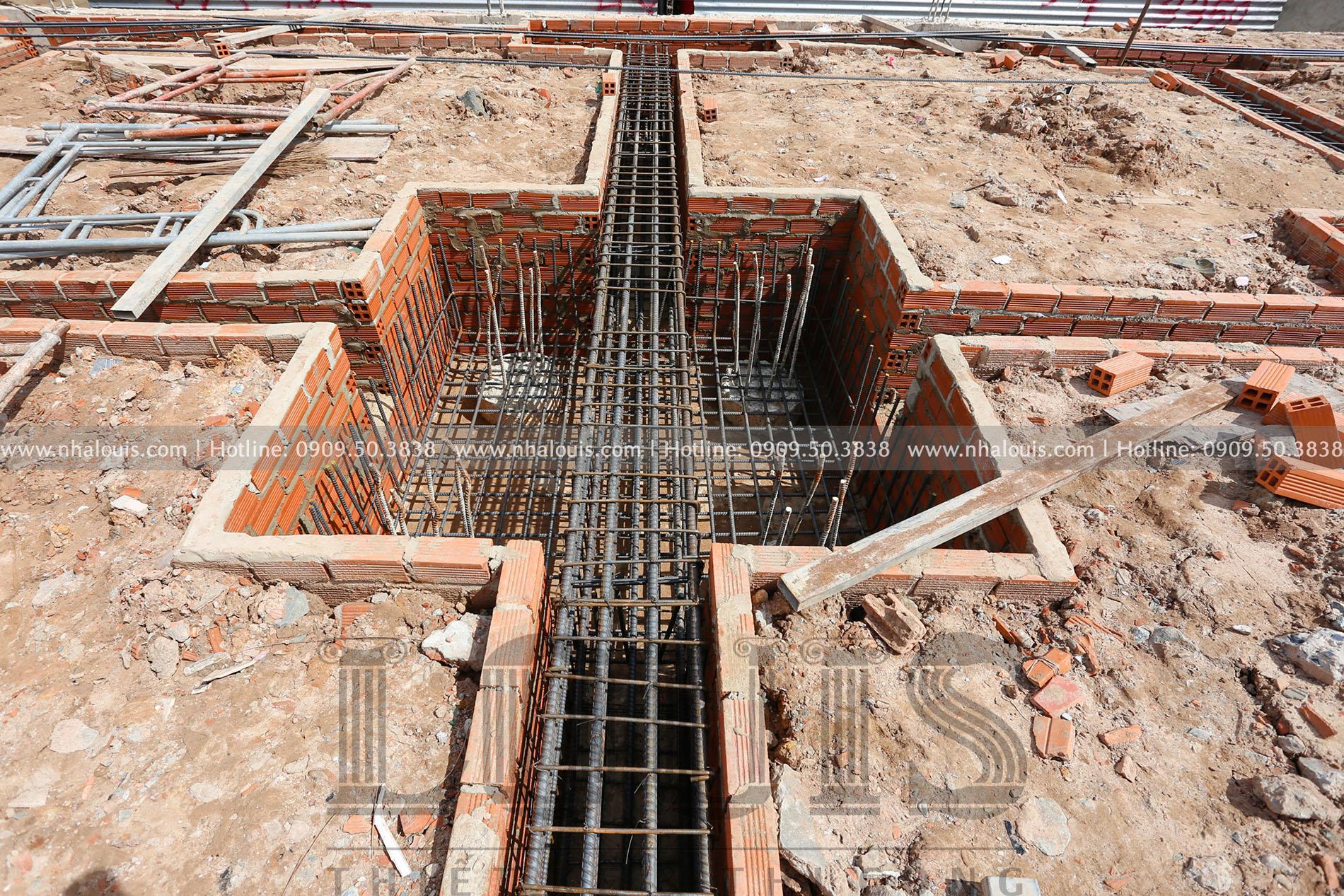Đổ bê tông móng biệt thự mái thái tân cổ điển 3 tầng tại Củ Chi
