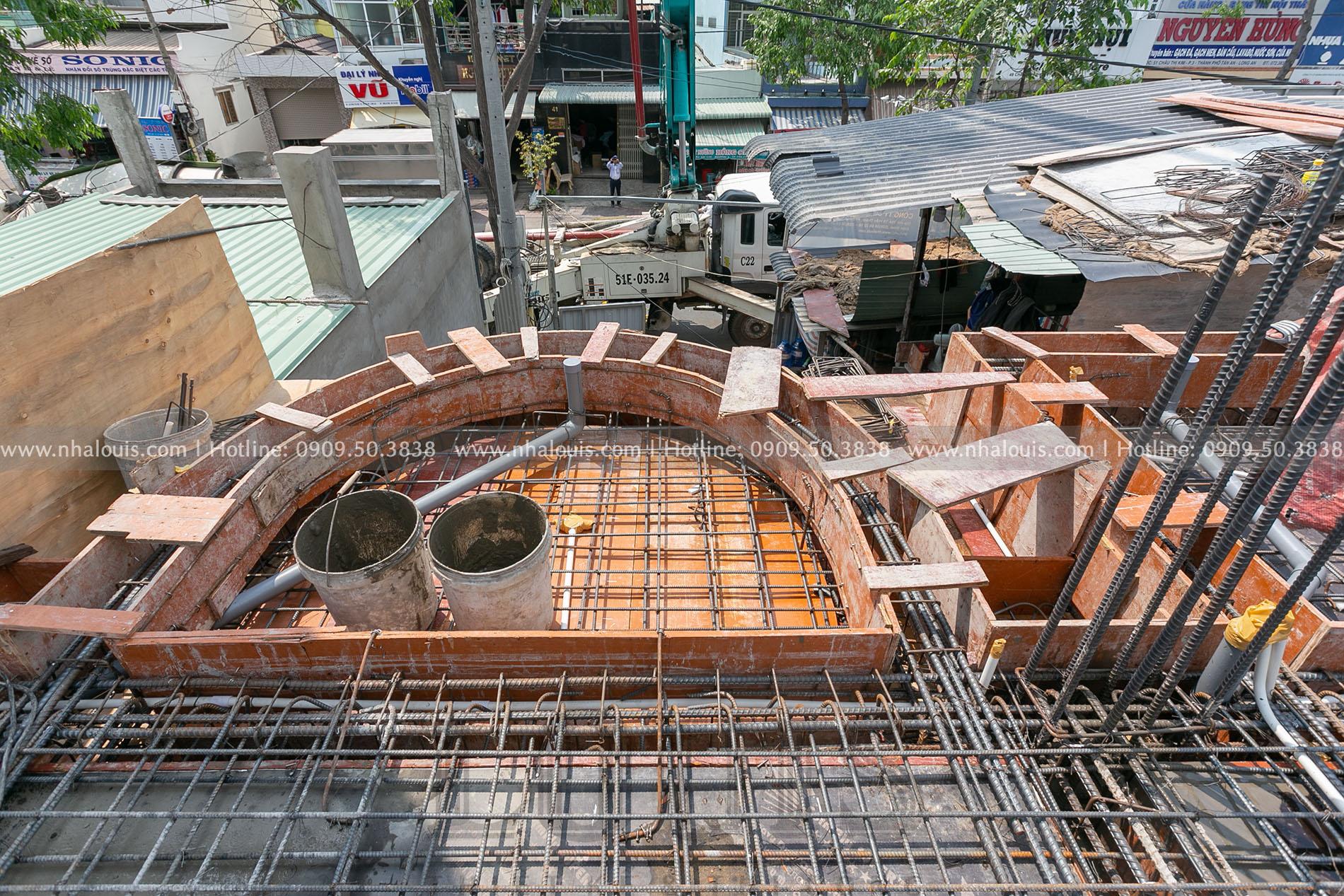 Đổ bê tông sàn tầng 2 biệt thự cổ điển 5 tầng tại Long An