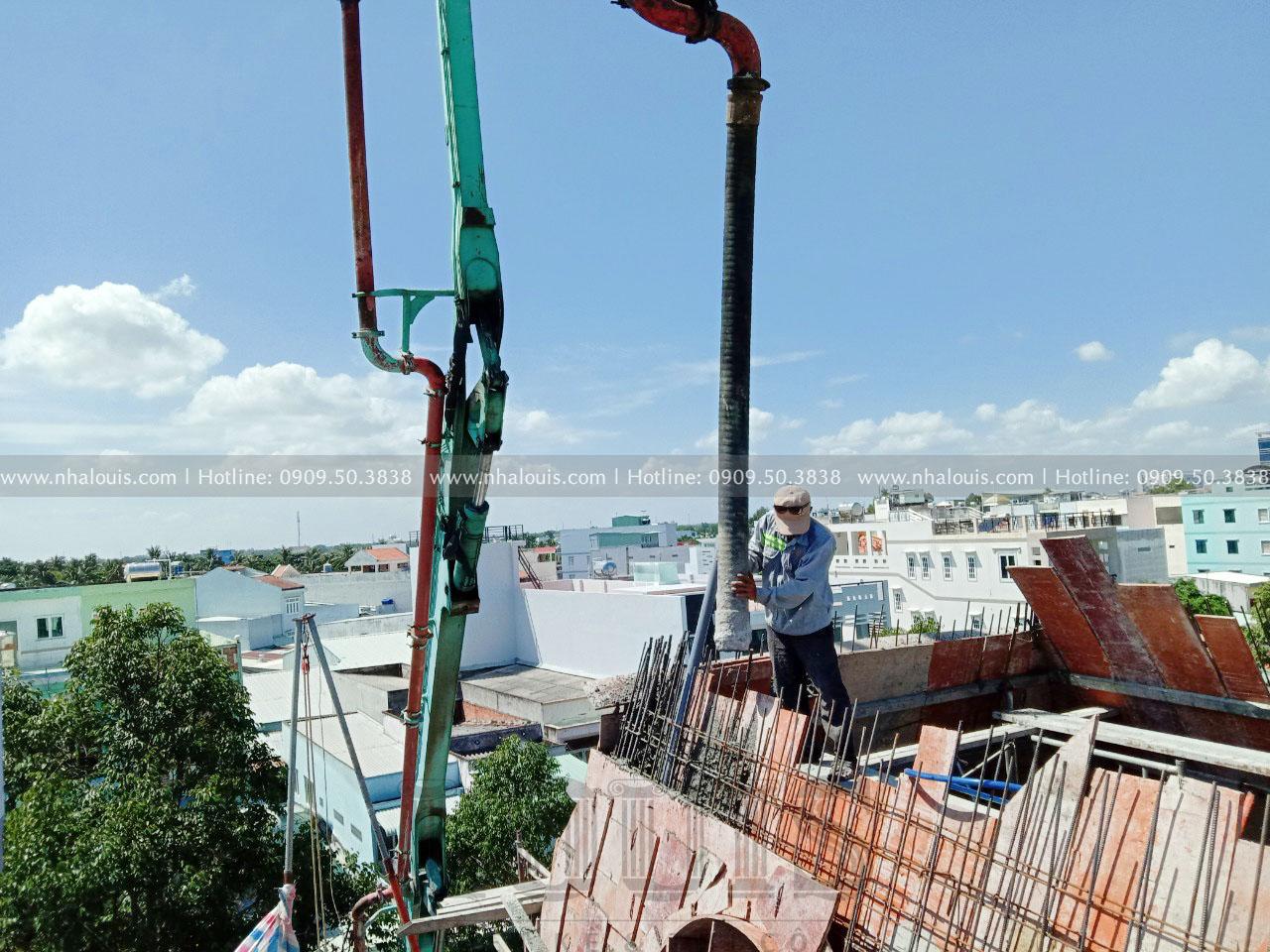 Đổ bê tông vách mái biệt thự 4 tầng tại Long An