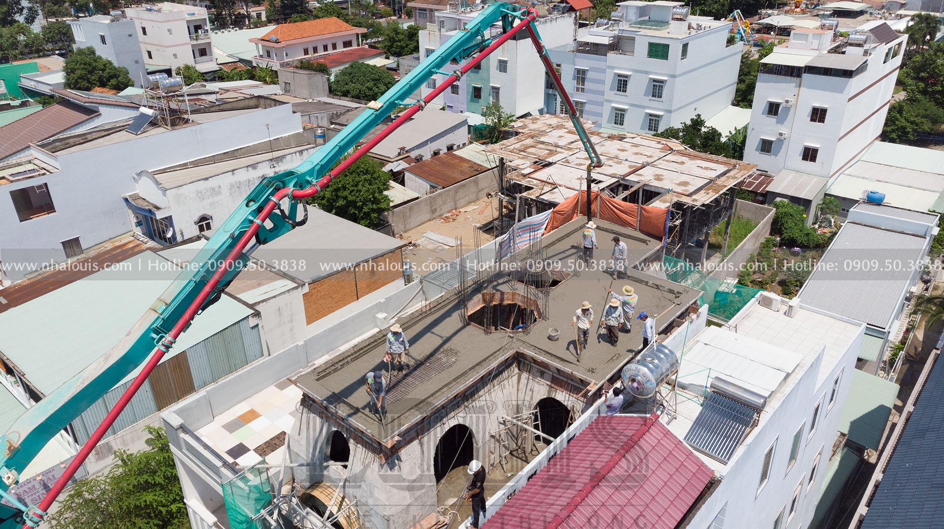 Thi công đổ bê tông mái bằng biệt thự 4 tầng tại Long An