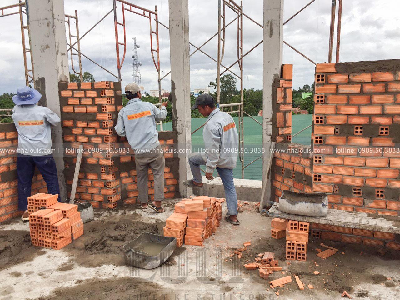 Thi công xây tường bao tầng 2