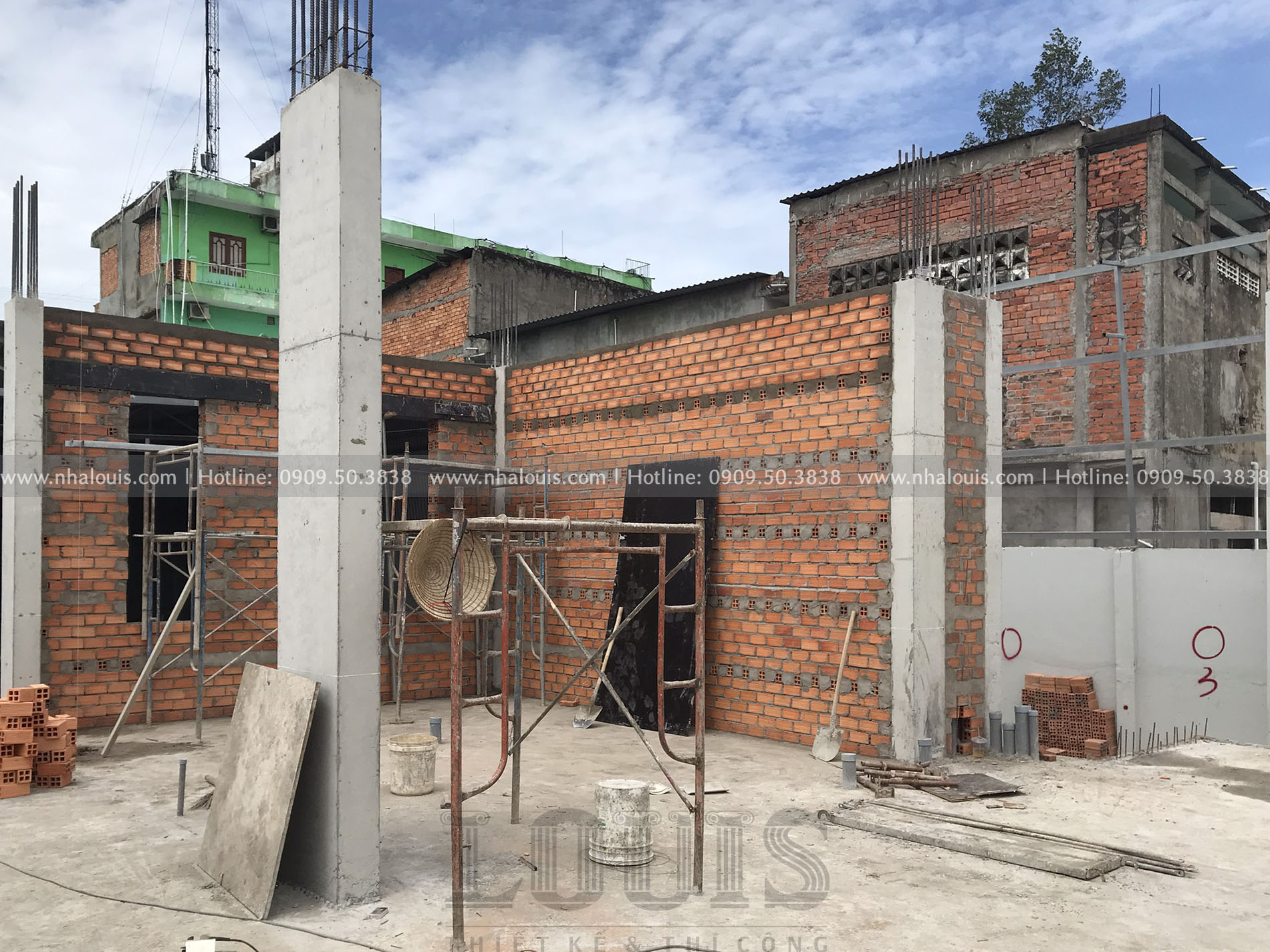 Đổ bê tông cột tầng trệt biệt thự cổ điển Đồng Tháp