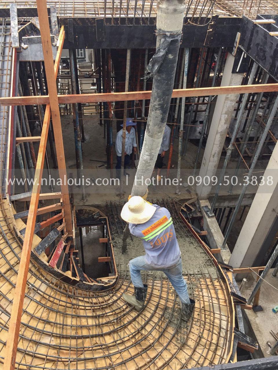 Thi công đổ bê tông sàn tầng 2 biệt thự cổ điển Đồng Tháp