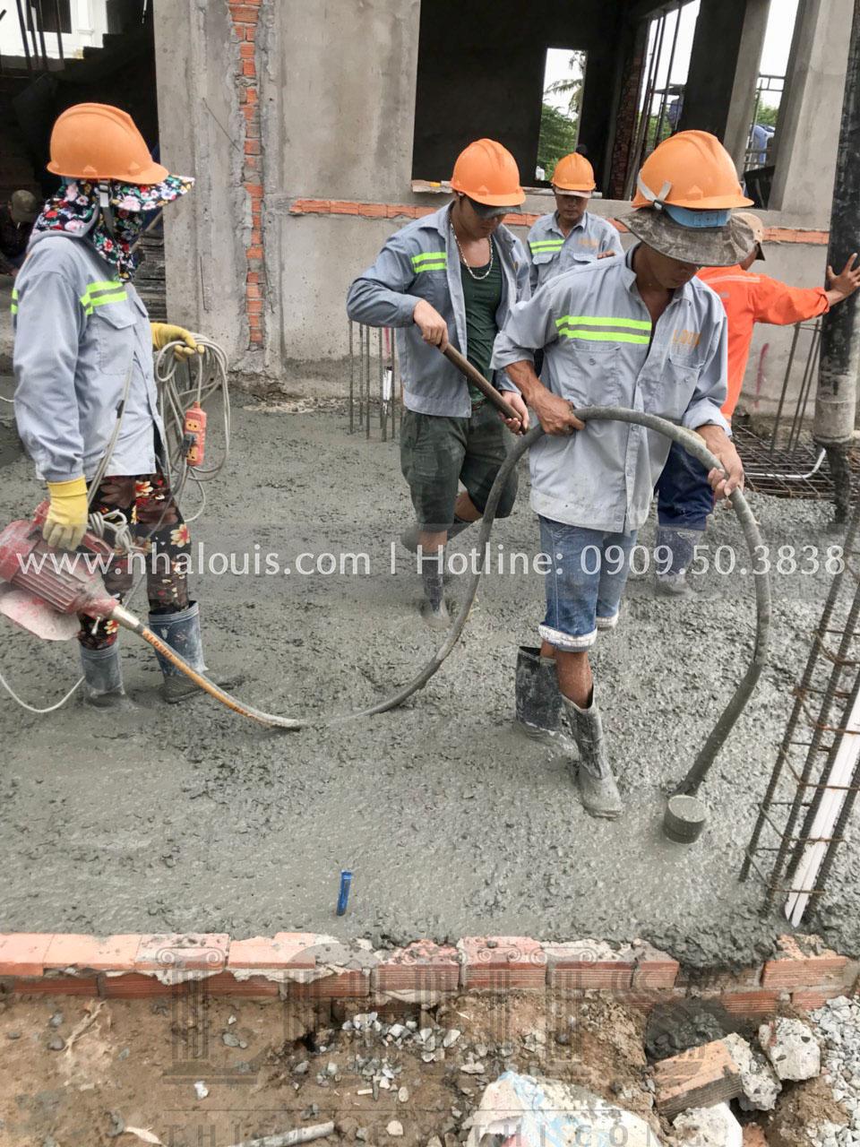 Thi công đổ bê tông sân vườn biệt thự 3 tầng tân cổ điển tại Bến Tre