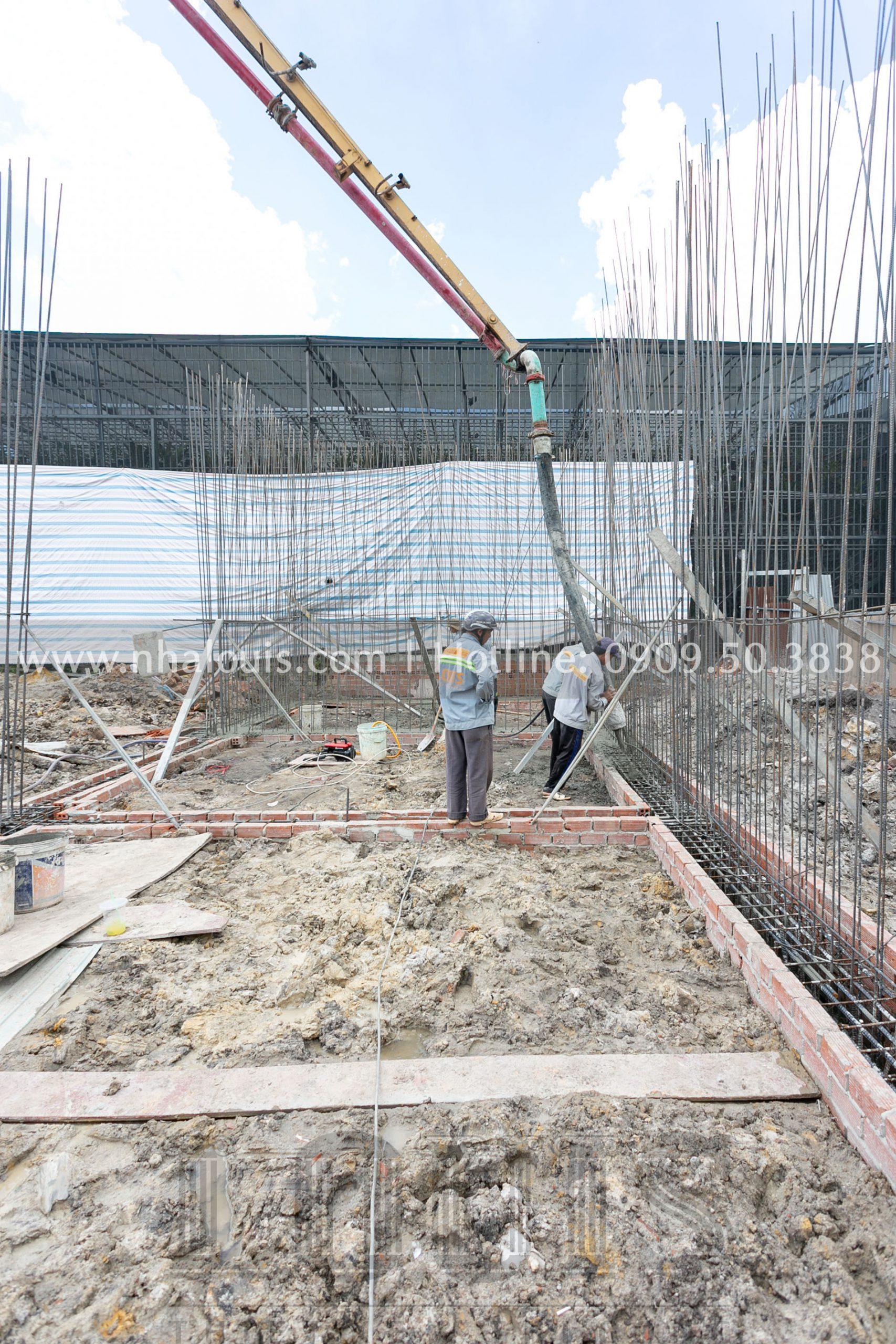 Đổ bê tông móng hồ bơi & tường vây biệt thự cổ điển Châu Âu tại Bình Phước
