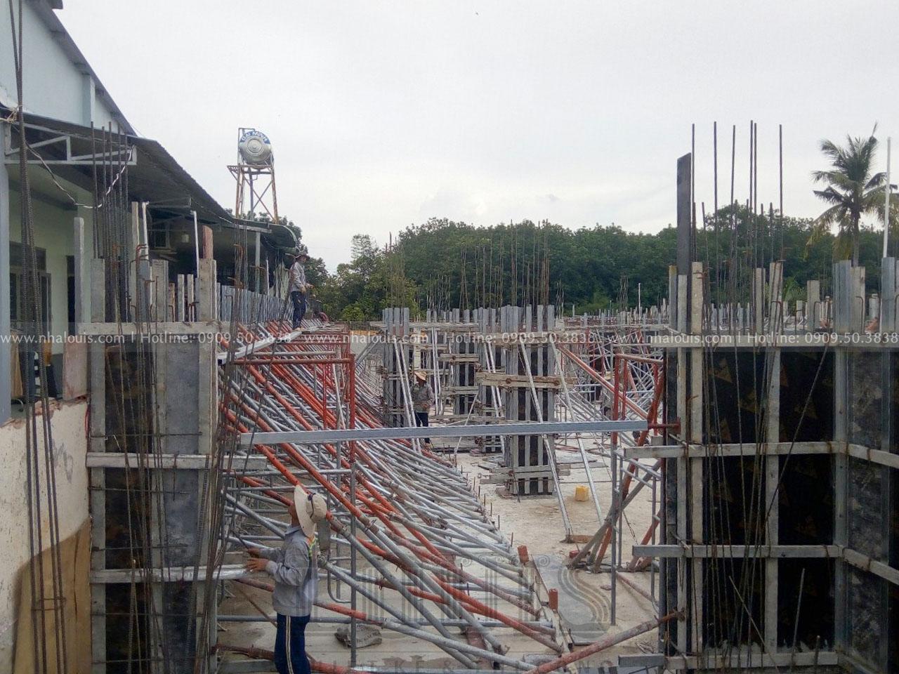 đổ bê tông vách và cột tầng hầm biệt thự Bình Phước