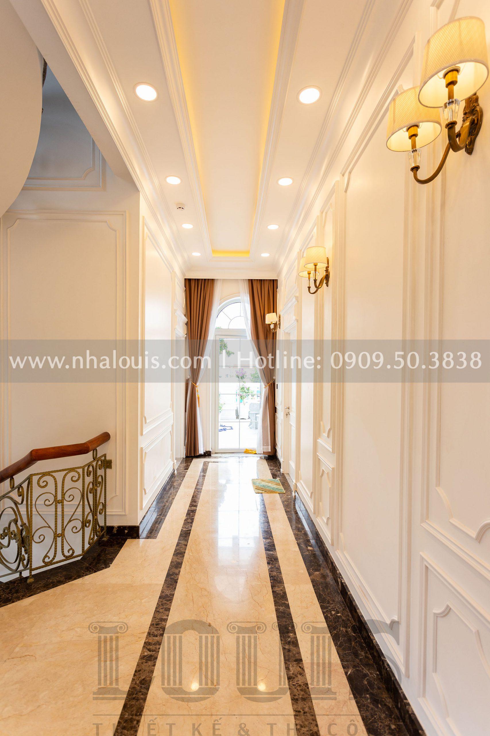Sảnh thang tầng 1 biệt thự tân cổ điển