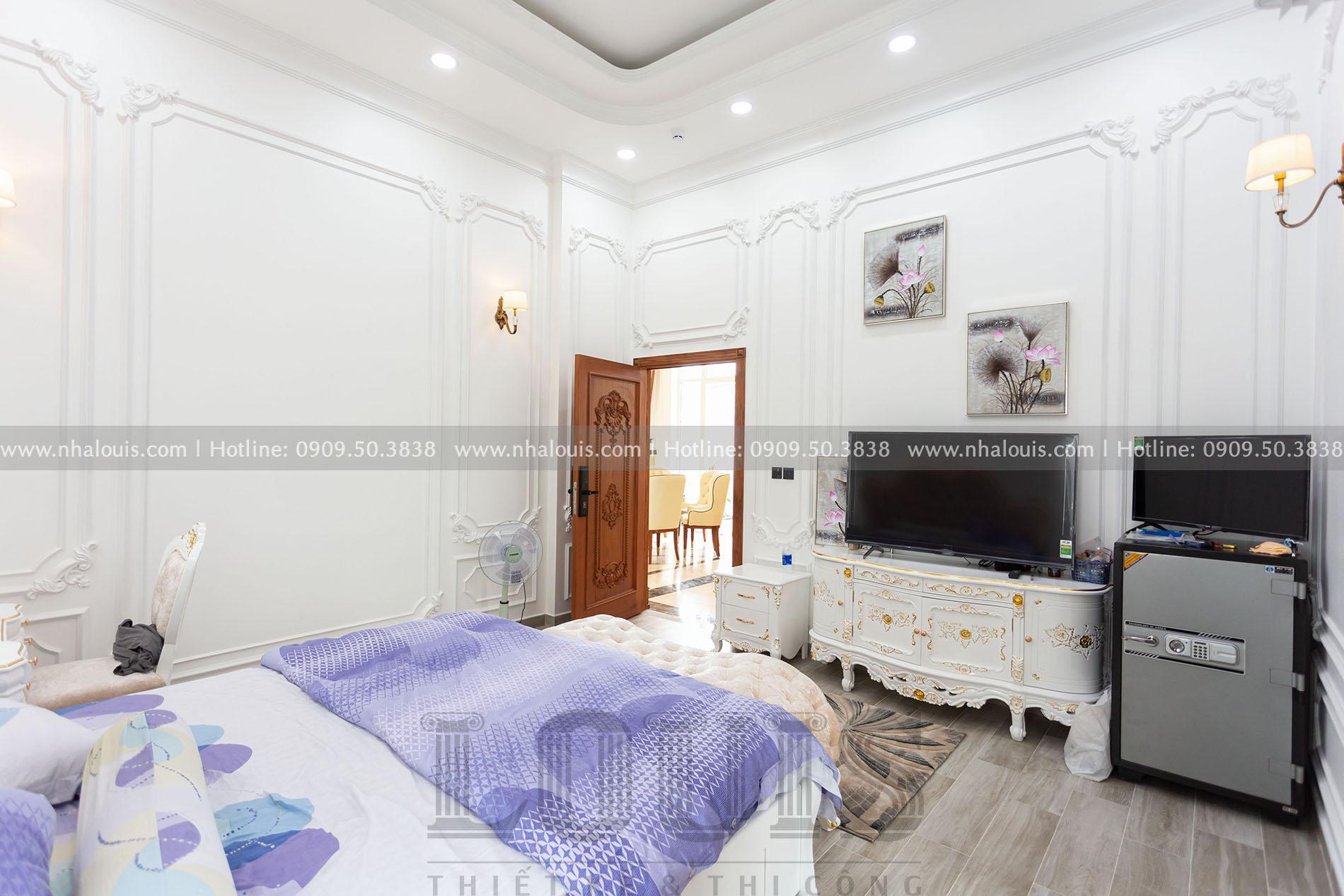 Phòng ngủ master biệt thự tân cổ điển tại Cũ Chi