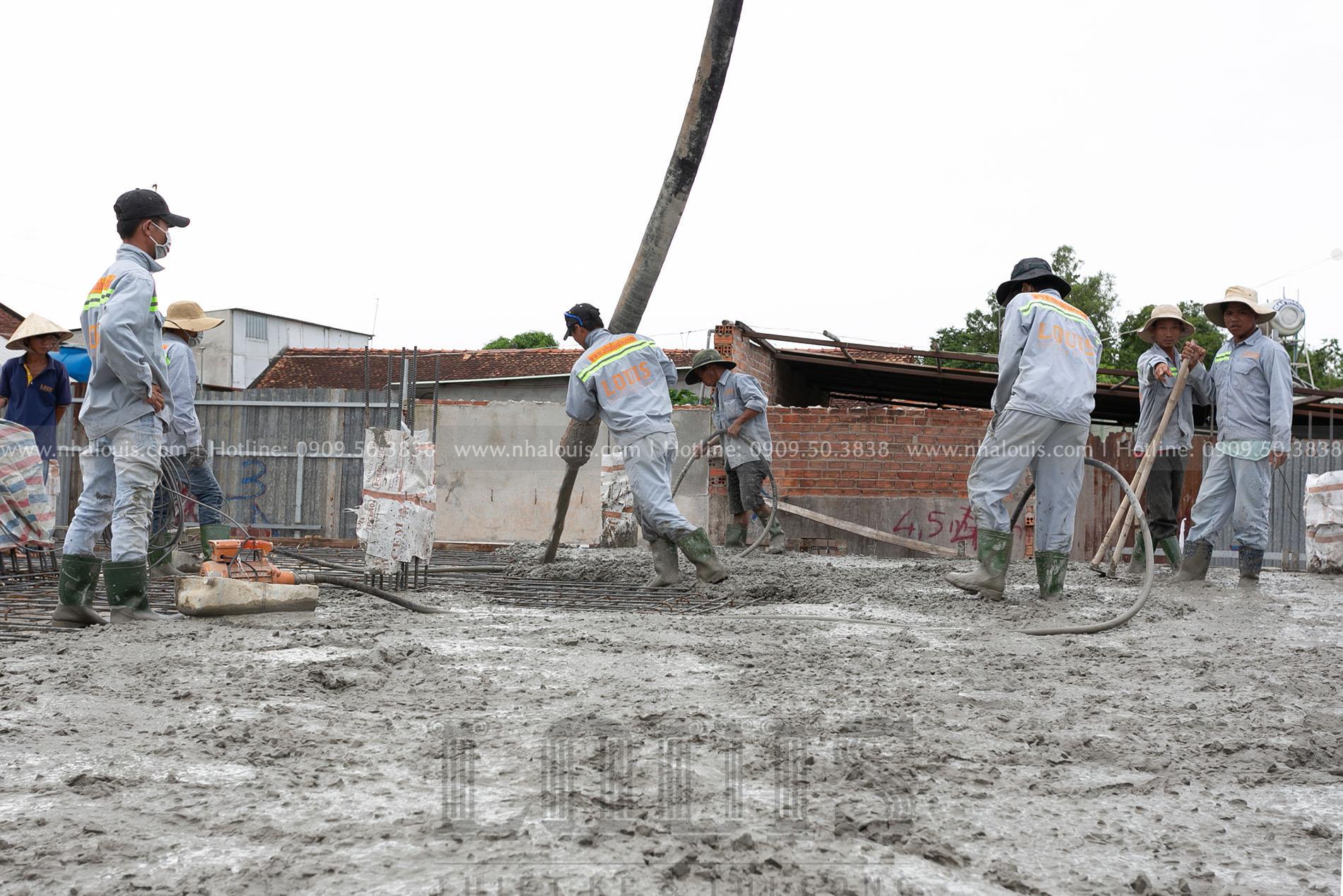 Thi công đổ bê tông sàn tầng trệt