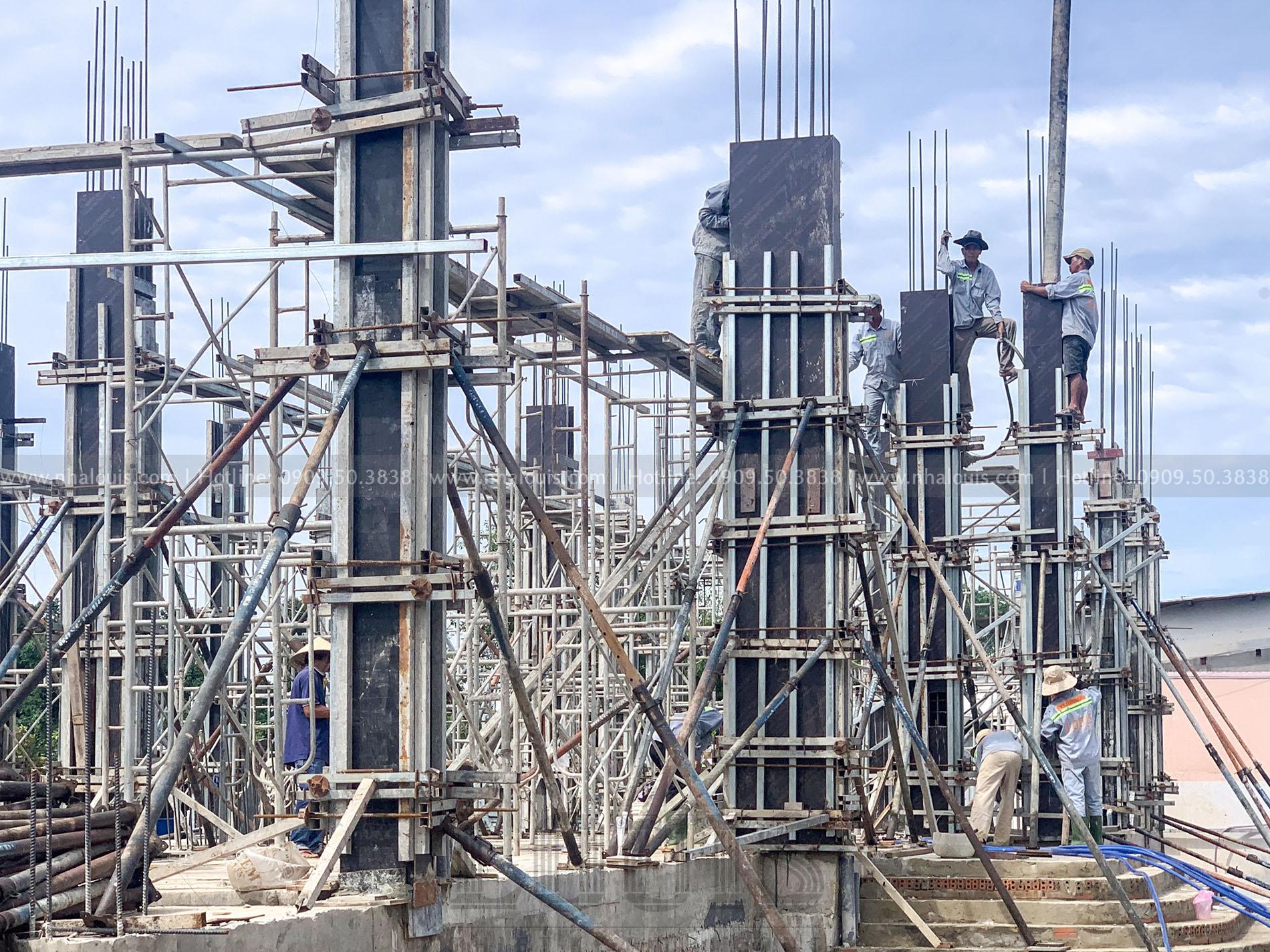 đổ bê tông cột tầng trệt biệt thự tân cổ điển Tây Ninh